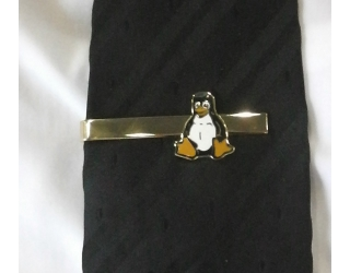 Linuxos nyakkendőtű arany színben